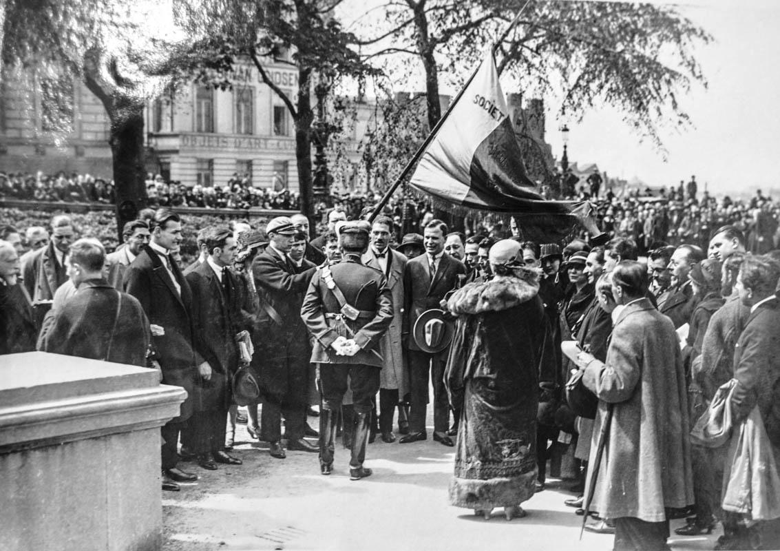 Regina Maria şi regele Ferdinand, la primăria din Bruxelles (Hotel de Ville). Sursă foto: Arhivele Naționale ale României