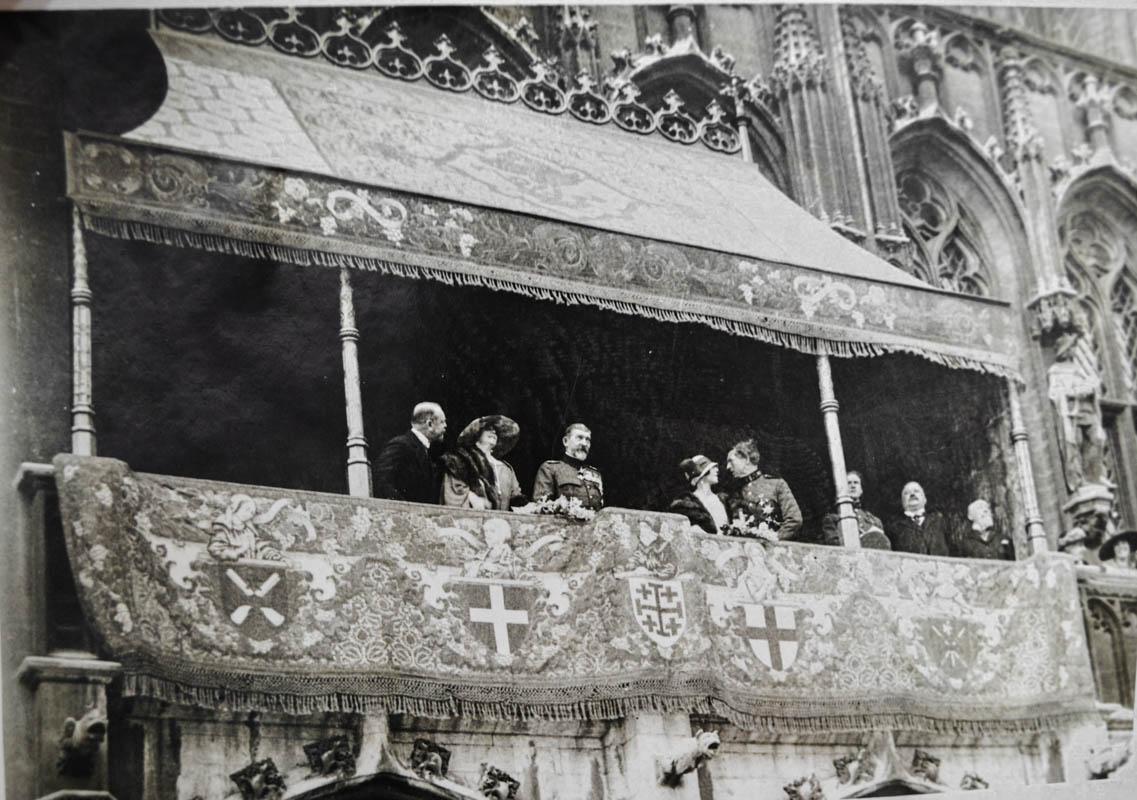 Regina Maria şi regele Ferdinand, la primăria din Bruxelles (Hotel de Ville) <br /> Sursă foto: Arhivele Naționale ale României
