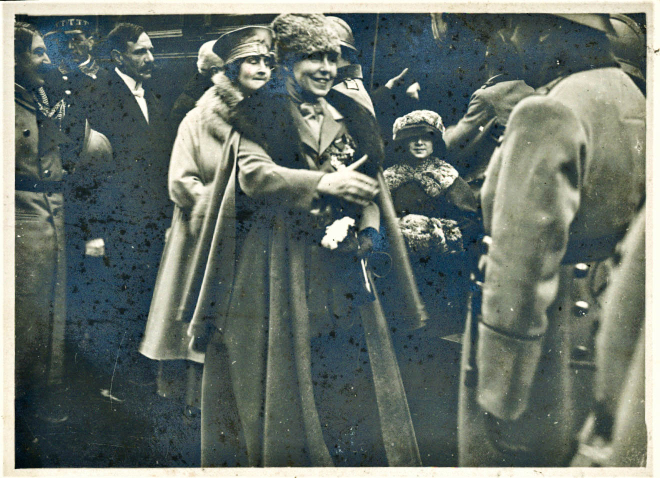 Generalul Henri Mathias Berthelot, reprezentant al armatei franceze, și Regina Maria, după eliberarea țării de trupele inamice, 1 decembrie 1918 <br /> Sursă foto: Muzeul Național Cotroceni