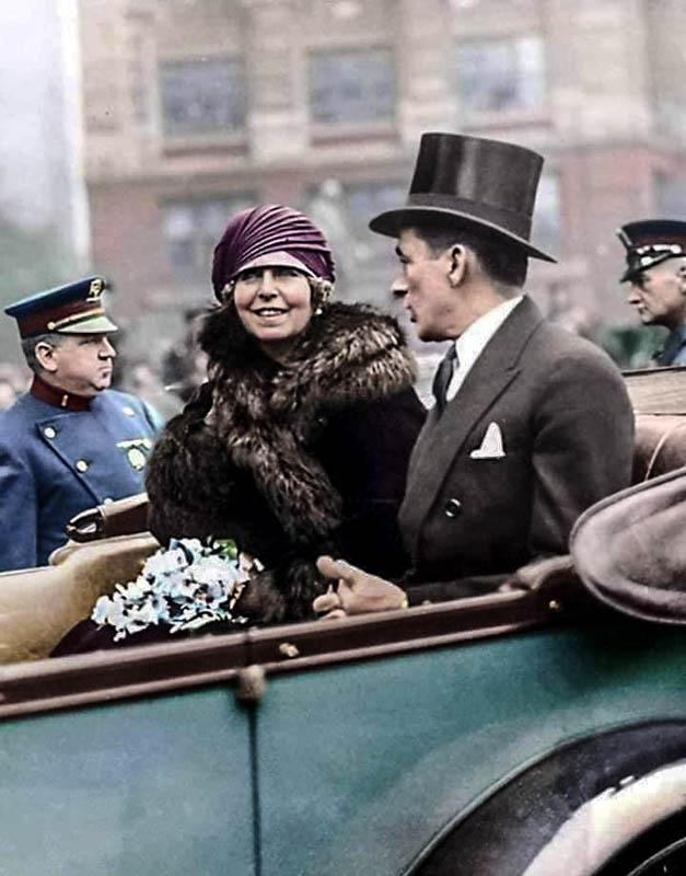Regina Maria a României, alături de primarul orașului New York, James Wolker în anul 1926