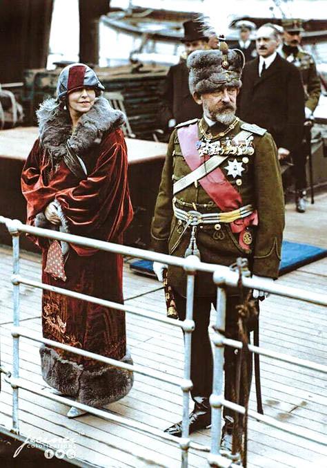 Regele Ferdinand si Regina Maria sosind in Dover (Marea Britanie) in timpul unei vizite de stat. - 12 Mai 1924 Documentare uniforme : Emil Boboescu Colorizare: Jecinci