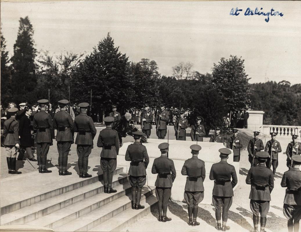 Arlington. La Mormântul Soldatului Necunoscut <br /> Sursă foto: Arhivele Naționale ale României