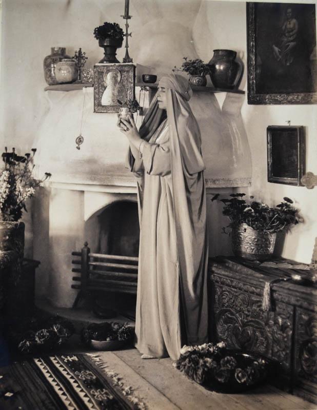 Regina Maria în dormitorul de la Bran <br /> Sursă foto: Arhivele Naționale ale României