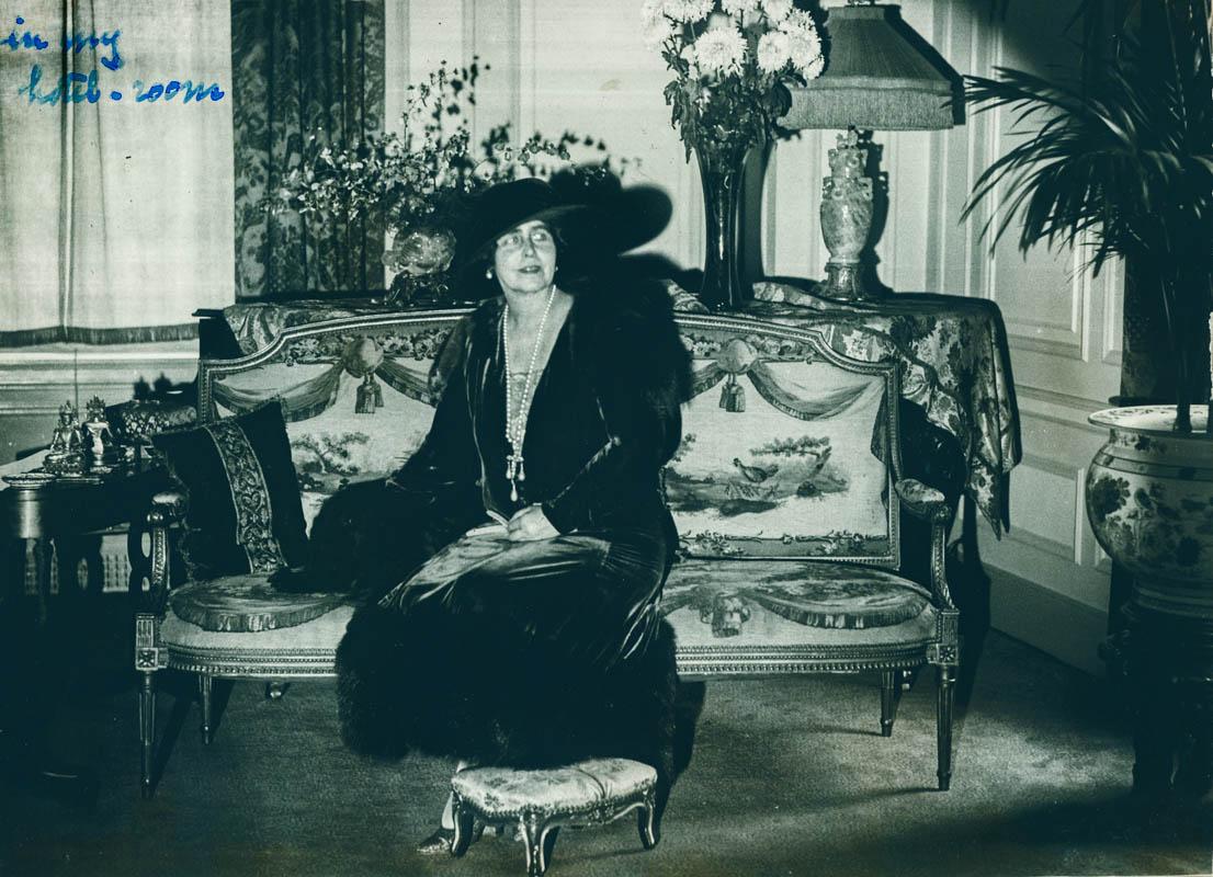 Regina Maria la hotelul din New York <br /> Sursă foto: Arhivele Naționale ale României