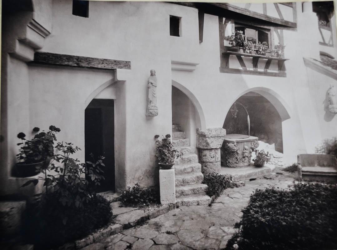 Castelul Bran, curtea interioară <br /> Sursă foto: Arhivele Naționale ale României