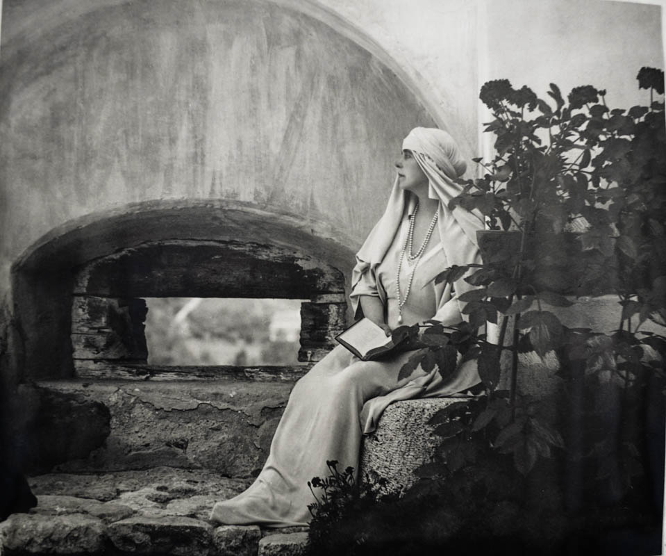 Regina Maria la Castelul Bran <br /> Sursă foto: Arhivele Naționale ale României