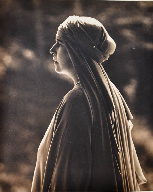 Regina Maria la Castelul Bran. Sursă foto: Arhivele Naționale ale României