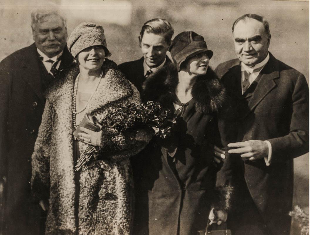 Samuel Hill, Regina Maria, prințul Nicolae, principesa Ileana și guvernatorul Washingtonului <br /> Sursă foto: Arhivele Naționale ale României