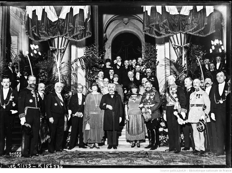 Regina Maria și Regele Ferdinand înpreună cu premierul Georges Clemenceau, la recepția de la Palatul Élysée, Paris, 1924 <br /> Sursă foto: gallica.bnf.fr / Bibliothèque nationale de France