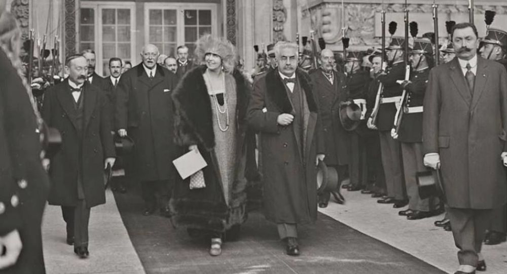 Regina Maria și premierul francez George Clemeneceau, Paris, 1924 <br /> Sursă foto: Arhivele Naționale ale României