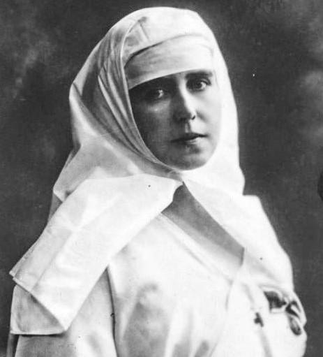 Regina Maria îmbracătă în uniformă albă de infirmieră. Sursă foto: Arhivele Naționale ale României