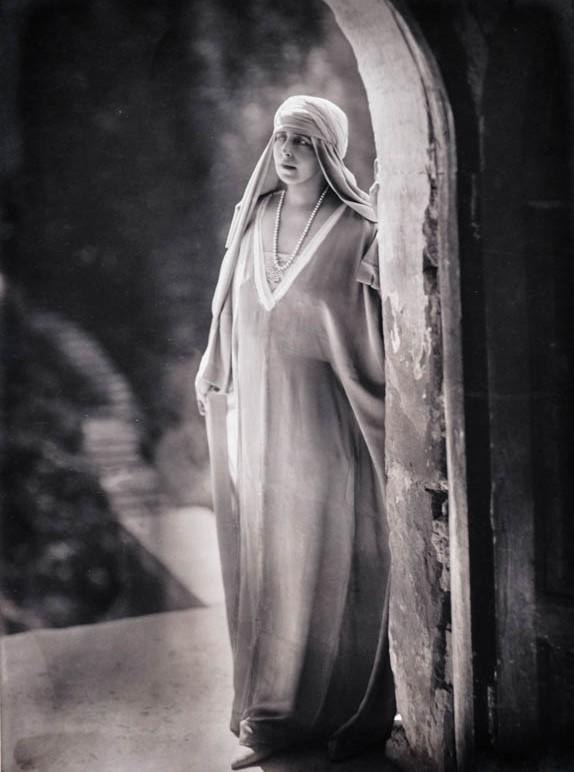 Regina Maria în atmosfera romantică a Branului <br /> Sursă foto: Arhivele Naționale ale României