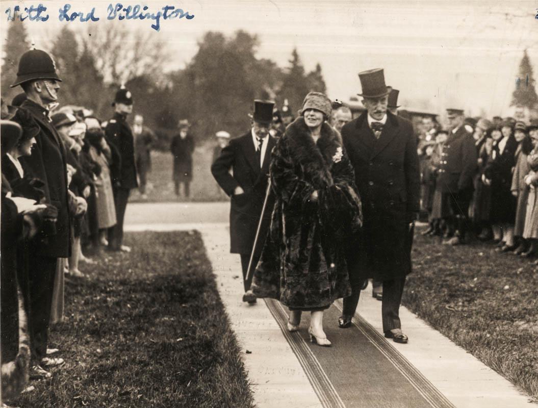 Regina Maria primită de guvernatorul general al Canadei, Lordul Willingdon <br /> Sursă foto: Arhivele Naționale ale României