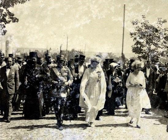 Sosirea la Chişinău a familiei regale romane: Regele Ferdinand, Regina Maria si fiica lor cea mare, Principesa Elisabeta – 20 mai 1920 <br /> Sursă foto: Arhivele Naționale ale României