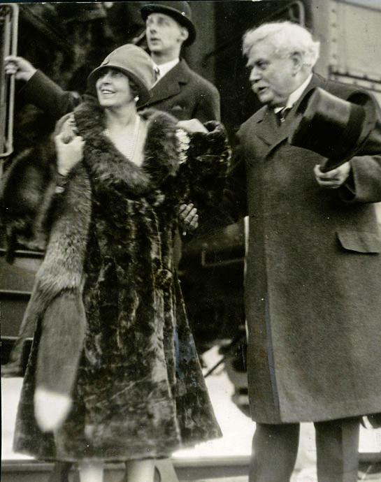 Regina Maria împreună omul de afaceri american Samuel Hill <br /> Sursă foto: Arhivele Naționale ale României