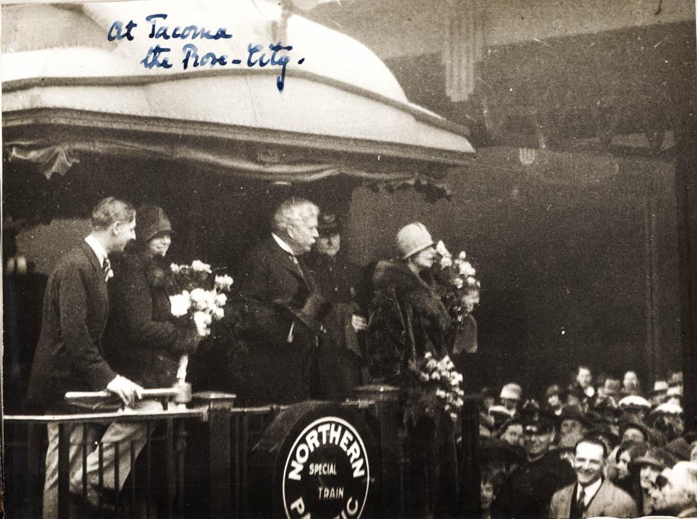 Regina Maria cu Samuel Hill la Tacoma, orașul trandafirilor <br /> Sursă foto: Arhivele Naționale ale României