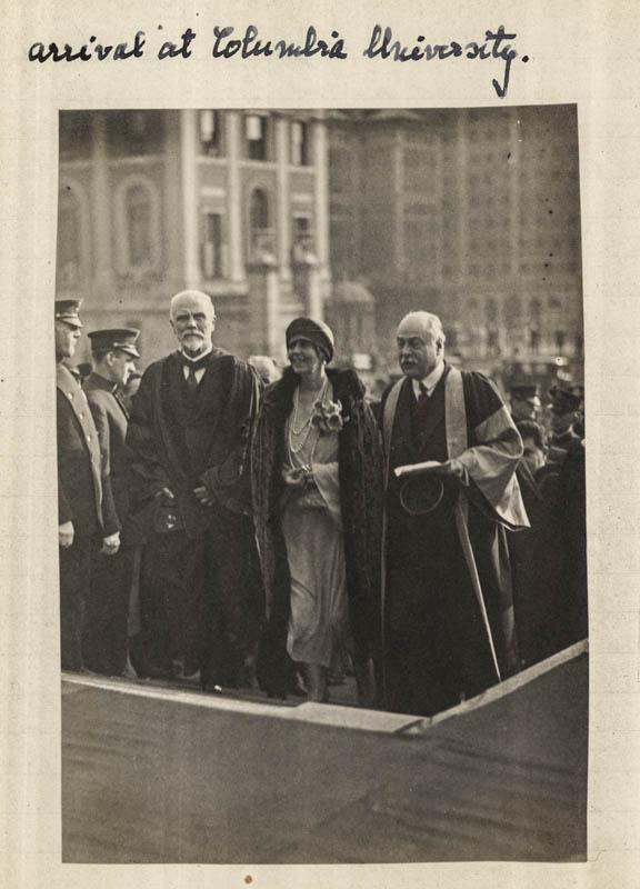Regina Maria la Universitatea Columbia, alături de președintele universității Murray Butler <br /> Sursă foto: Arhivele Naționale ale României